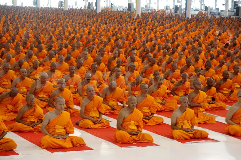 mass-ordination-ceremony-100000-novice-monks-in-buddhist-lent-session